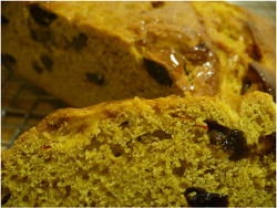 Yeasted saffron cake - cut